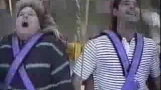 atracciones - Gritos y gestos en parque atracciones