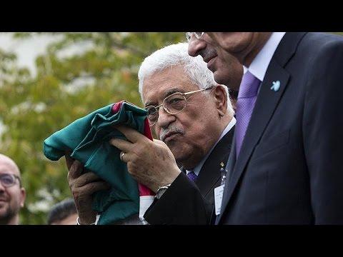 Ιστορική στιγμή για τους Παλαιστίνιους – Η παλαιστινιακή σημαία έξω από τον ΟΗΕ