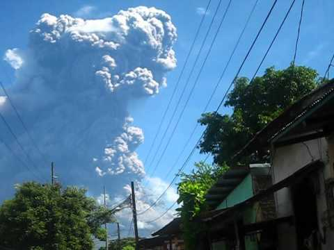 NIcaraguan volcano spews high column of ash and steam