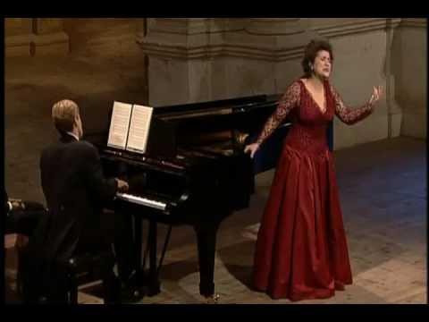 Cecilia Bartoli  sings