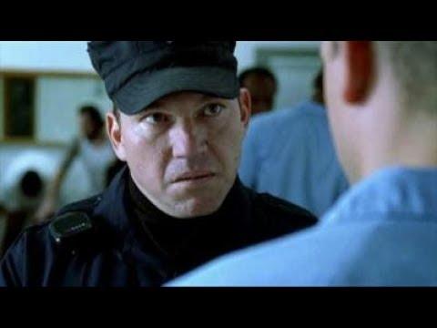 Prison Break (S01E01) - Scofield arrives at Fox River
