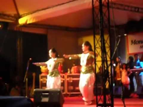 Dheem Ta Na Kona - Choreography: Madhobi and Korobi A simple and melodical dance did in Boishakhi mela 1419 (2012) Hope u will enjoy it ;)