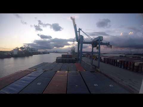 Заход судна в порт Роттердам (timelaps)