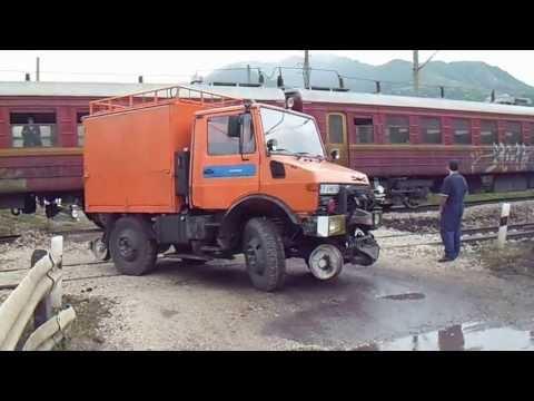 Влак помете кола на БДЖ край Лютиброд