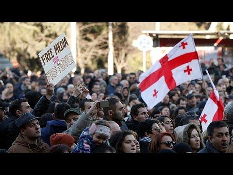 Πολίτες στην Τυφλίδα διαδήλωσαν για να στηρίξουν ιδιωτικό τηλεοπτικό σταθμό