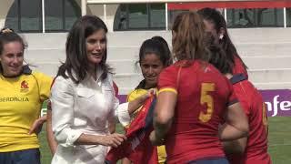 S.M. la Reina asiste a un entrenamiento de la selección española femenina de rugby