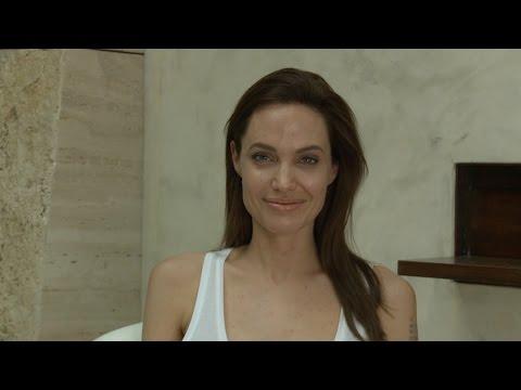 Angelina przeprasza fanów