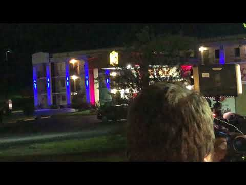 Video: Video of police going into room, watch closely at door