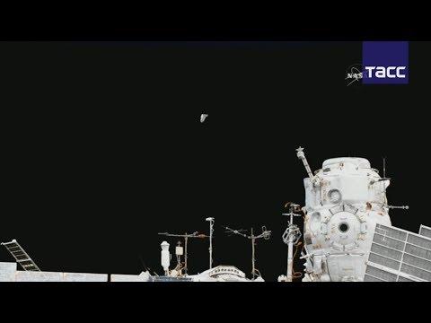 Воткрытом космосе Юрчихин иРязанский запустили спутник ииспытывают новый скафандр