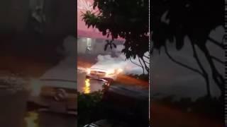 En Polanco incendio de camioneta Mercedez Benz. 28062017