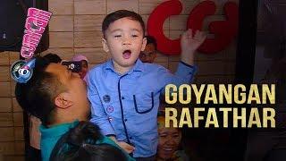 Video Bergoyang di Depan Fans, Rafathar Disambut Histeris - Cumicam 11 Agustus 2017 MP3, 3GP, MP4, WEBM, AVI, FLV November 2018