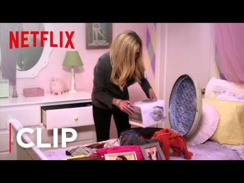 Arrested Development Season 4 Clip 'Lindsay's Suitcase'