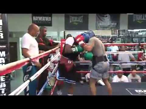 Floyd 'Money' Mayweather Jr. - Live Sparring Session w/ Omar Henry [1 of 3] (видео)