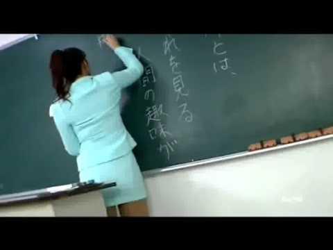 striptiz - Profesorica izvodi striptiz pred ucenicima :D.