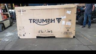 10. 2020 Triumph Thruxton TFC - First Unboxing!