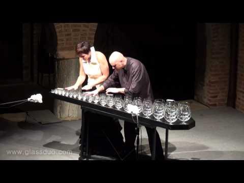Suonare 'Lo Schiaccianoci' con dei bicchieri