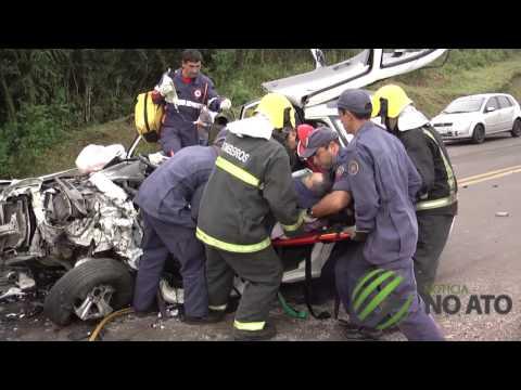 Acidente envolvendo duas caminhonetas deixa dois feridos na BR-282 em Lages