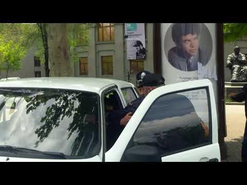 Ֆրանսիայի հրապարակից բերման ենթարկեցին Վոլոդյա Ավետիսյանին - DomaVideo.Ru