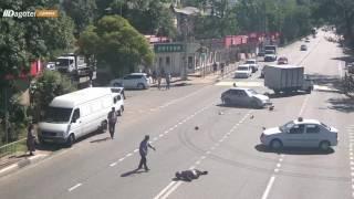 В Дагомысе байкер неудачно попытался проскочить на красный
