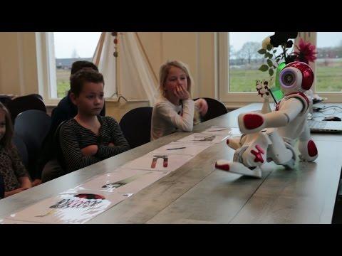 Robot Mondie geeft les op basisschool