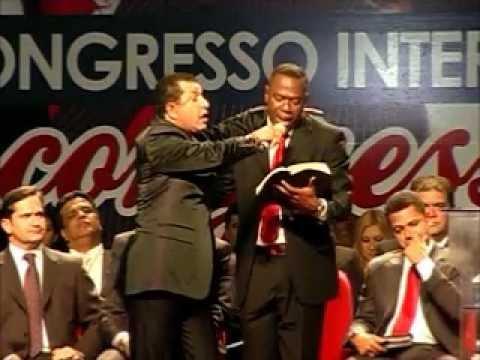 Pastor Abílio  S. fala sobre amor ao dinheiro nas igrejas