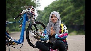 Video BAROKALLOH..!! Joki Hijab Tampil GASS dragbike [ joki cewek ] MP3, 3GP, MP4, WEBM, AVI, FLV Oktober 2017