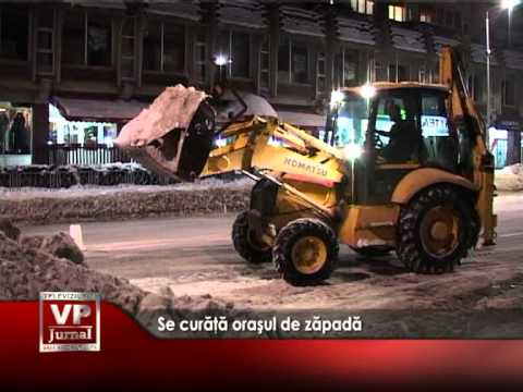 Se curăţă oraşul de zăpadă