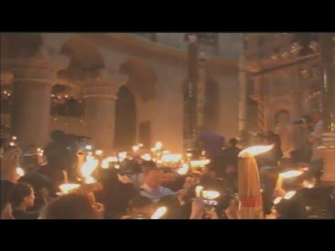 Tο Άγιο Φως άναψε στον Πανάγιο Τάφο στα Ιεροσόλυμα