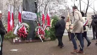 Kaczyński składa wieniec, witają go słowami: Panie naczelniku!
