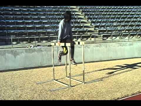 【股関節・体幹の強化に】ハードルを使った空中ランニング