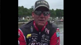 KVD pulls into the dock - Championship Sunday - LIVE