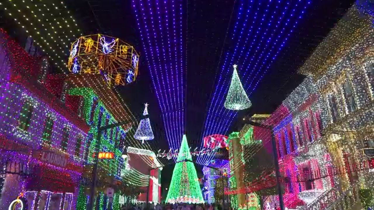 Osborne Family Spectacle of Dancing Lights - Feliz Navidad