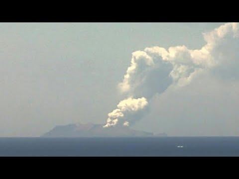 Eruption d'un volcan en Nouvelle-Zélande: au moins cinq morts et des disparus | AFP News