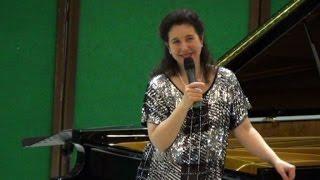 Roma, (askanews) - Una delle più grandi pianiste del mondo incontra gli studenti delle scuole medie e superiori in una...