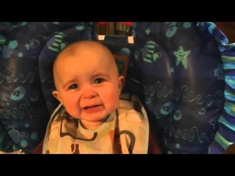 Bebê se emociona e chora ao ouvir sua mãe cantando - por Paulo Pavan