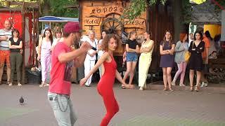 Вуличні танці: хмельничани танцювали бачату та кізомбу
