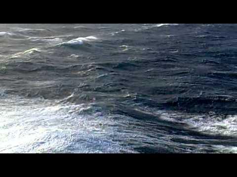 Океанская зыбь высотой 6-8 метров