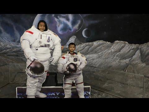 Zara Cute bermain dan belajar di Playground Antariksa  Planet for Kids  Wisata Anak Sky World TMII