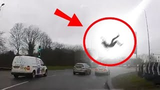 Video 5 Scary Things Caught On Camera By Dash Cam MP3, 3GP, MP4, WEBM, AVI, FLV Desember 2018