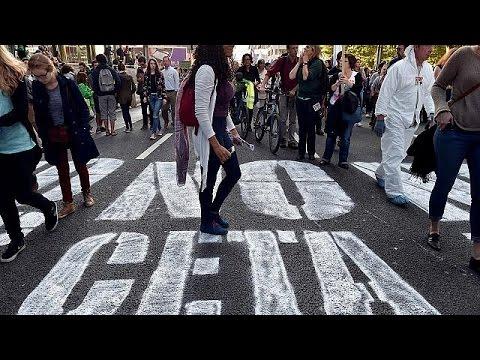 Χιλιάδες στους δρόμους κατά των συμφωνιών εμπορίου της ΕΕ με ΗΠΑ και Καναδά