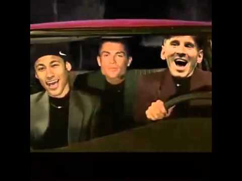 Hướng tới Zurich, Messi hát hò inh ỏi, Ronaldo mặt 'xi'
