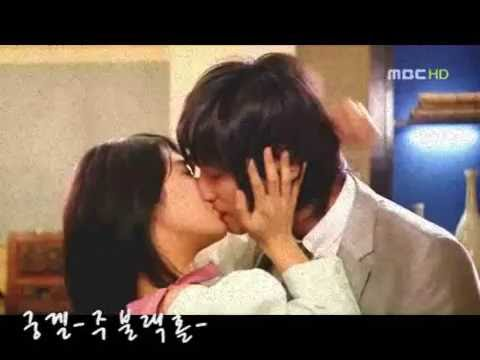 Goong - The much anticipated kiss between Shin and Chaegyung in episode 23. Video clip by Chigurl: http://www.sendspace.com/file/kt5dvk set to the song