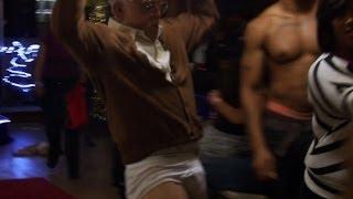 『ジャッカス/クソジジイのアメリカ横断チン道中』本編映像2:男性ストリップクラブ