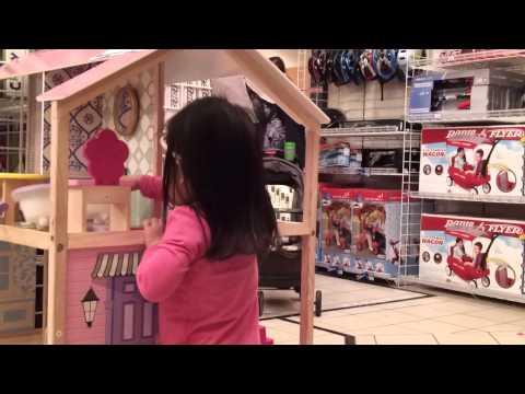 Deluxe Modern Family Dollhouse