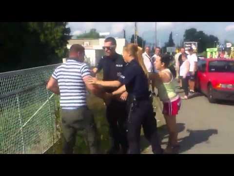 Policja agresywnie i nieudolnie zatrzymuje rowerzystę !