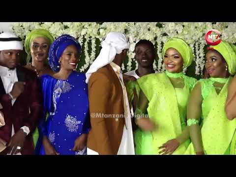 Video Diamond Platnumz, Wema Sepetu washindwa kujizuia hisia zao katika shughuli ya Zamaradi download in MP3, 3GP, MP4, WEBM, AVI, FLV January 2017
