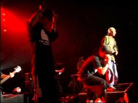 EBOLA featuring JOEY BOY - ยกมือขึ้น
