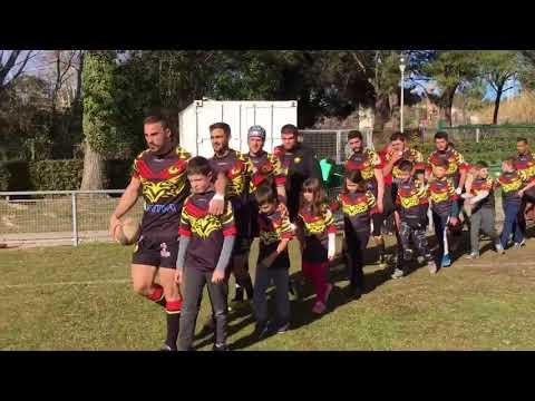 Les enfants de l'école de rugby en soutient des séniors qui remportent leur match 17/14