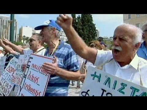 آلاف اليونانيين يحتجون على إجراءات تقشفية جديدة - فيديو