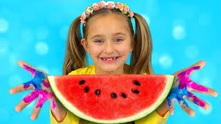 Video Sasha Paints with Toys and Watermelon & sing Wash your Hands Nursery Rhymes Kid Song MP3, 3GP, MP4, WEBM, AVI, FLV Mei 2019